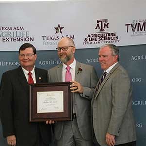 Texas A&M AgriLife awards TFS forester for public service